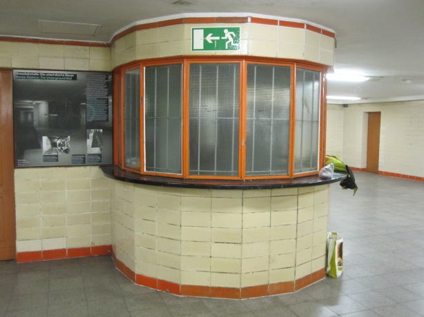 Nordbahnhof station: the original ticket office preserved by disuse