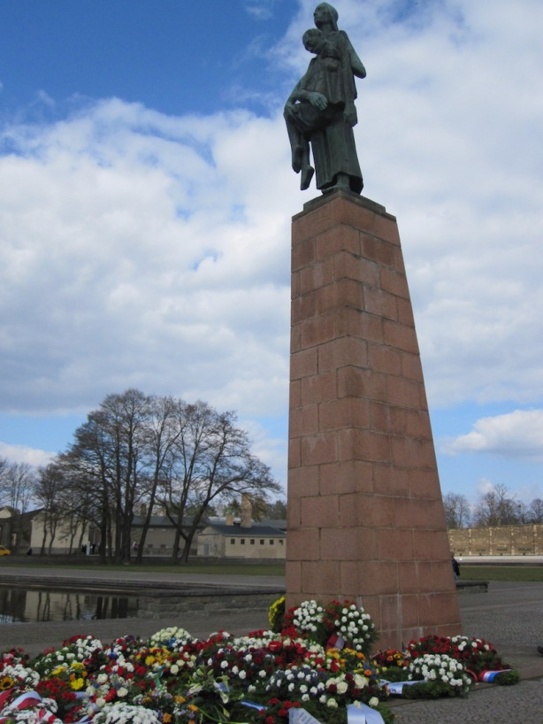 Ravensbrück Memorial - wreaths commemorate 70th anniversary after liberation, 19 April 2015