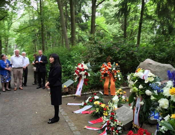 Petra Rosenberg at the memorial stone for the victims of the Marzahn Gypsy camp, 14 June 2015