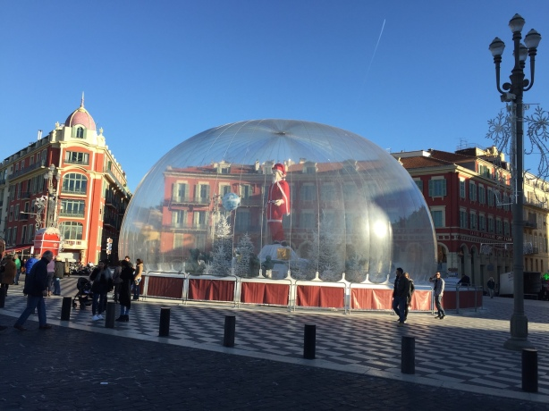 Santa Claus, bubble wrapped, with the globe and crystallised fir trees, Place Masséna, December 2016